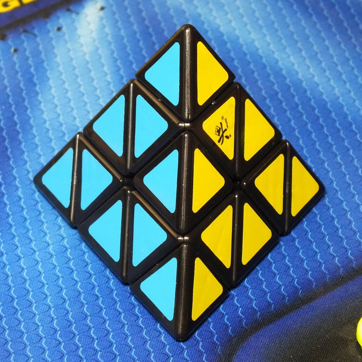 Dayan Pyraminx black
