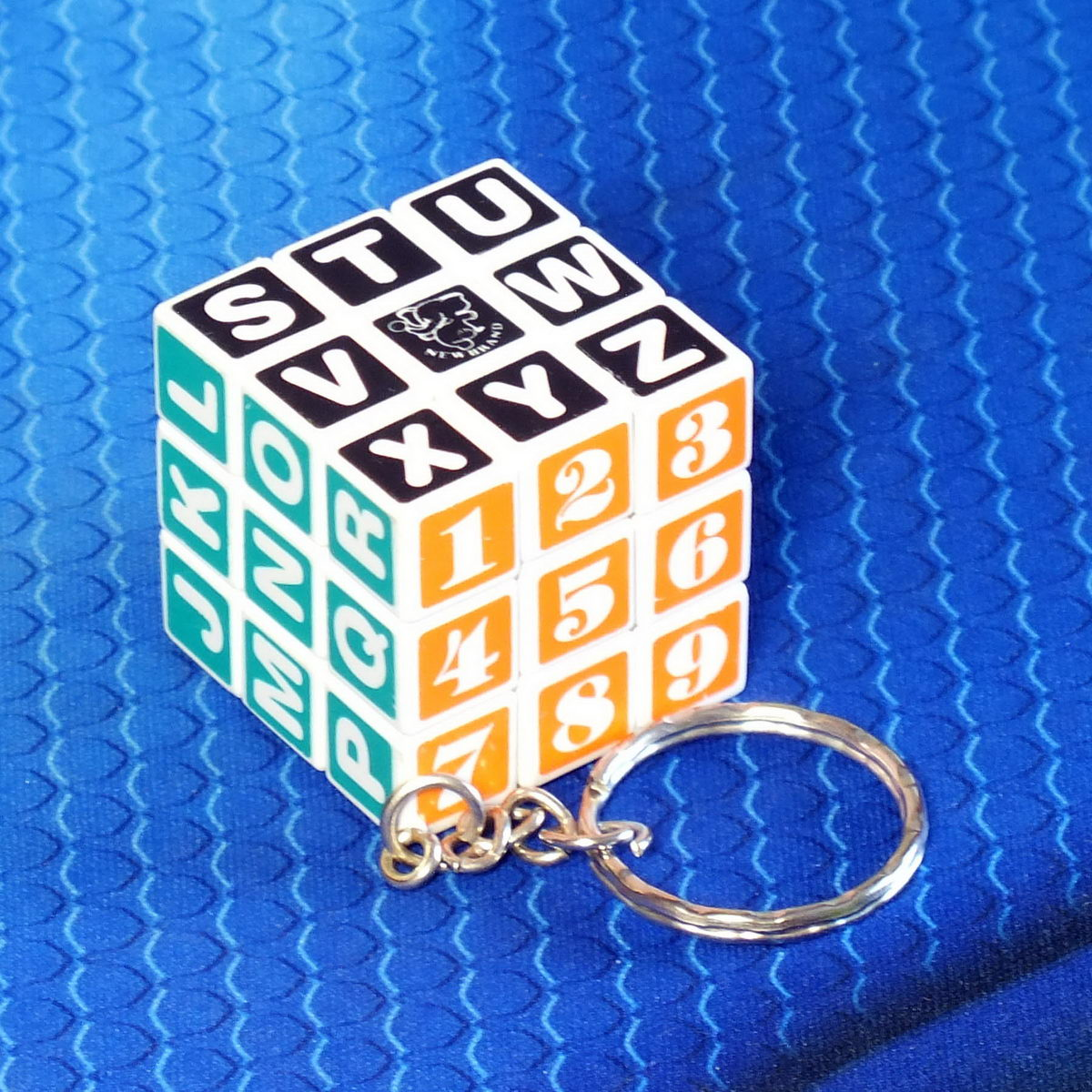 "Брелок ""Кубик Рубика"" с символами, белый"
