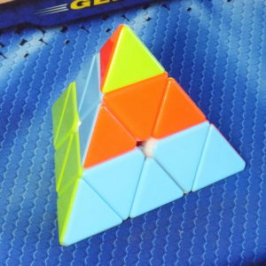 Cyclone Boys Pyraminx v2 stickerless