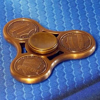 Спиннер металлический USD golden
